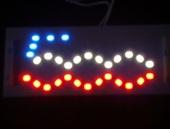 LED-lampen met 500-logo in rood en blauw